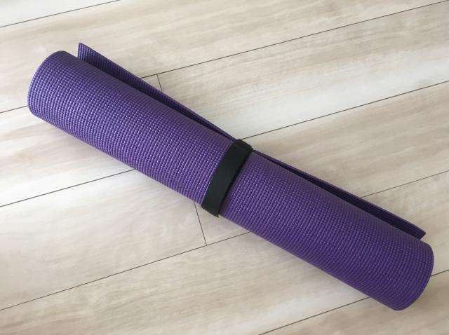 紫の大人っぽいヨガマット